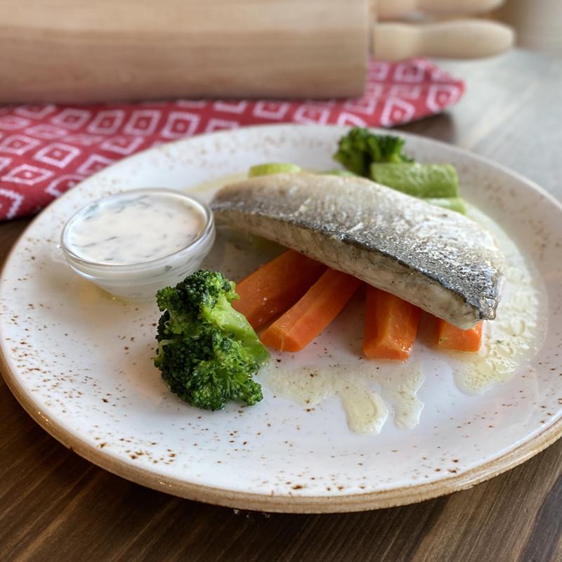 Салат с брокколи, цветной капустой и фундуком