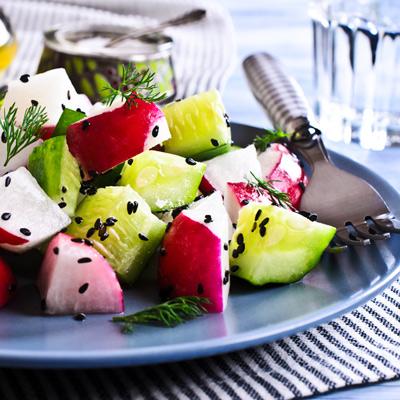 Салат из редиса и огурца с домашней сметаной или Кахетинским маслом.<br>190 гр.